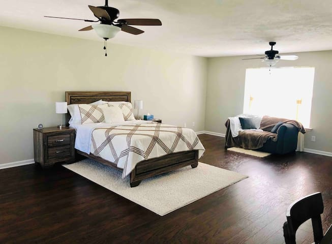 Cozy Suite near Nissan and Medical Center