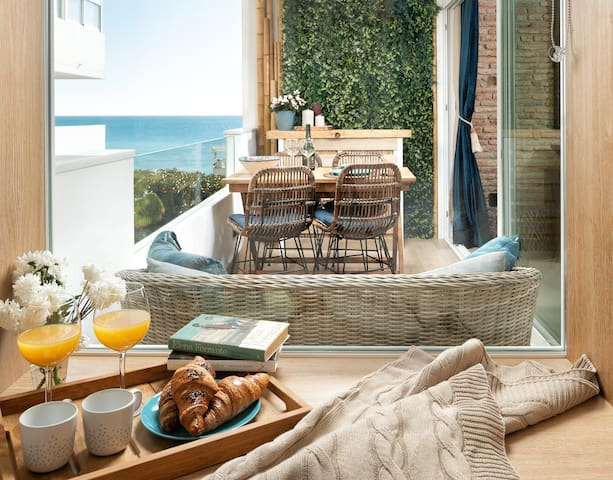 MARBELLA  FIRSTLINE BEACH WITH SEA VIEW