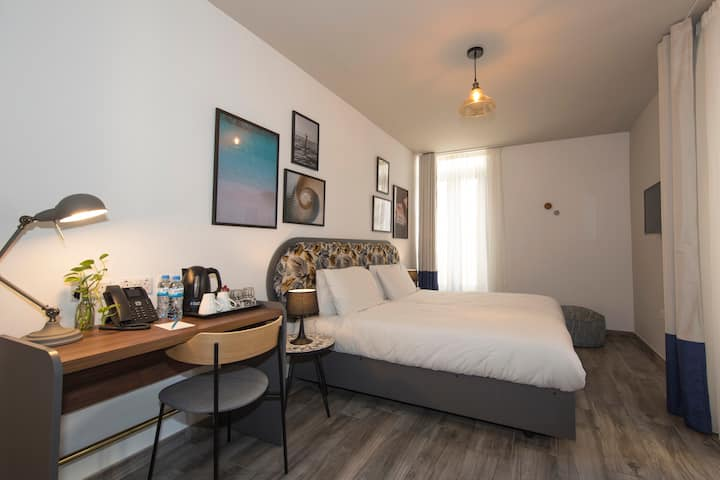Comfort Room at 'Lady Todd' in Sliema's Centre