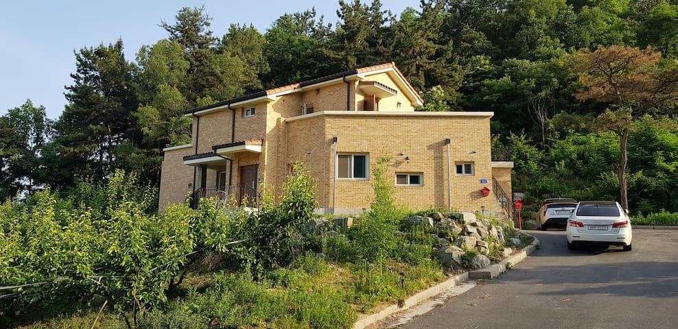 S.J  House Sweet B  원촌동청정지역 전원주택 연구단지 슈퍼호스트 방역합니다.