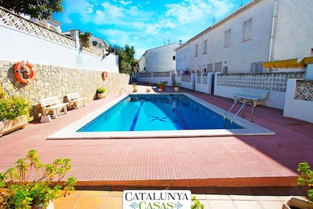 Luminous Villa Comarugga for 8 guests, only 2km from the beaches of Costa Dorada! - Tarragona - Huvila