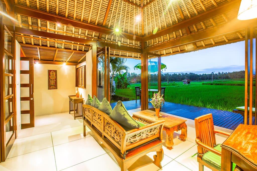 Romantic spectacular ricefield views villa asmara villas for Design interior rumah villa