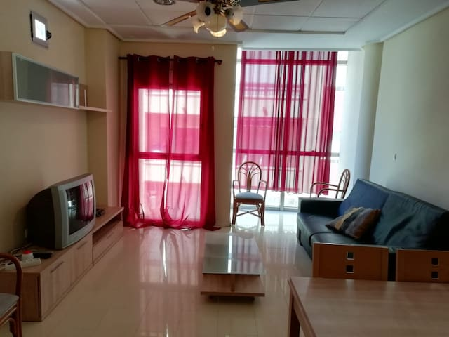 1 bedroom apartment, center, 20m from the beach