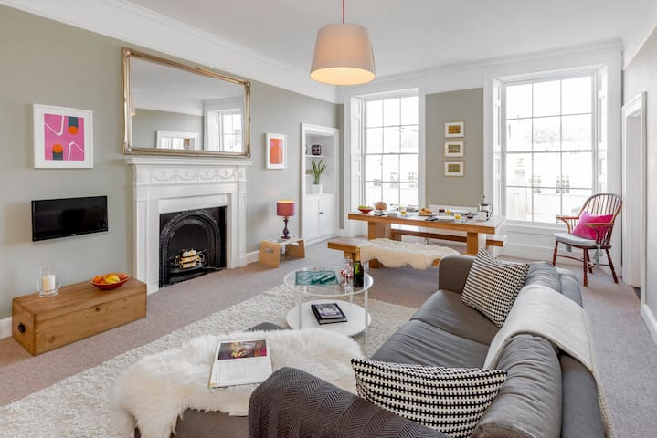 Great Pulteney St, CENTRAL, Quiet with views..