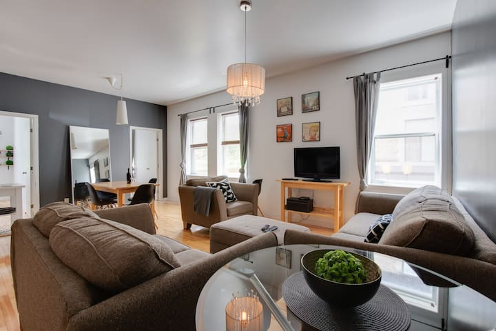 Bright & Spacious 2BR Loft in The Villagebk