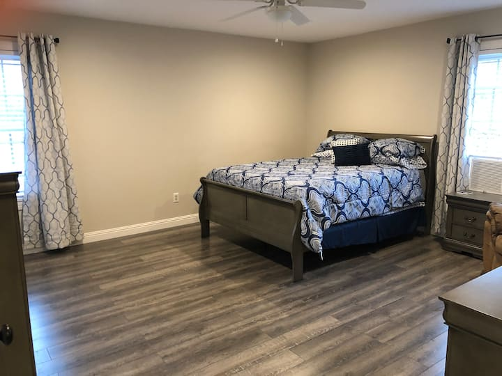 Private in-law suite in detached garage apartment