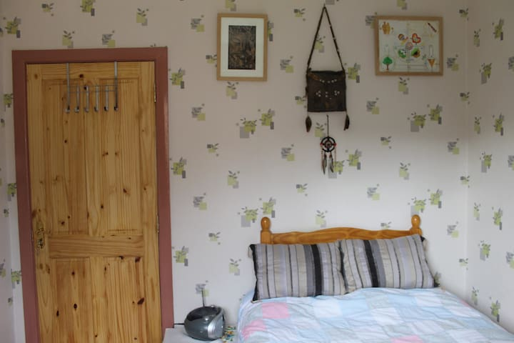 Listening Earth Cottage - Derrygonnelly - Bed & Breakfast