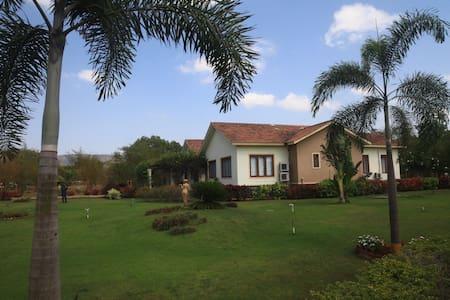 Luxurious private pool villa in Alibaug - Alibag - Villa