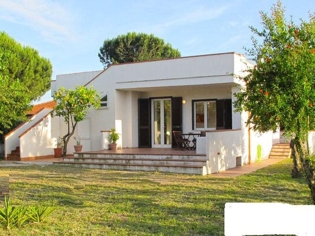 FONDI, villa indipendente, giardino, 9 posti letto - Fondi - Ev