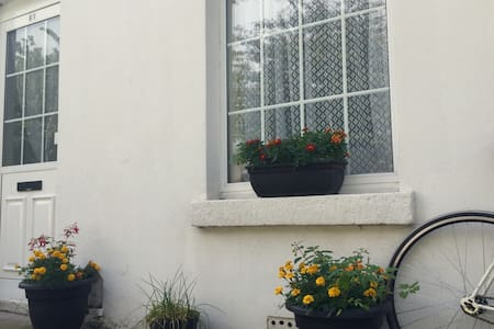 Cozy cottage close to town ! - Dublin - Hus