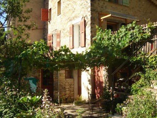 Maison atypique seillans provence maisons louer for Location maison atypique