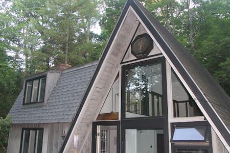 Newly Renovated Modern A-Frame in the Catskills - Kerhonkson - Σπίτι