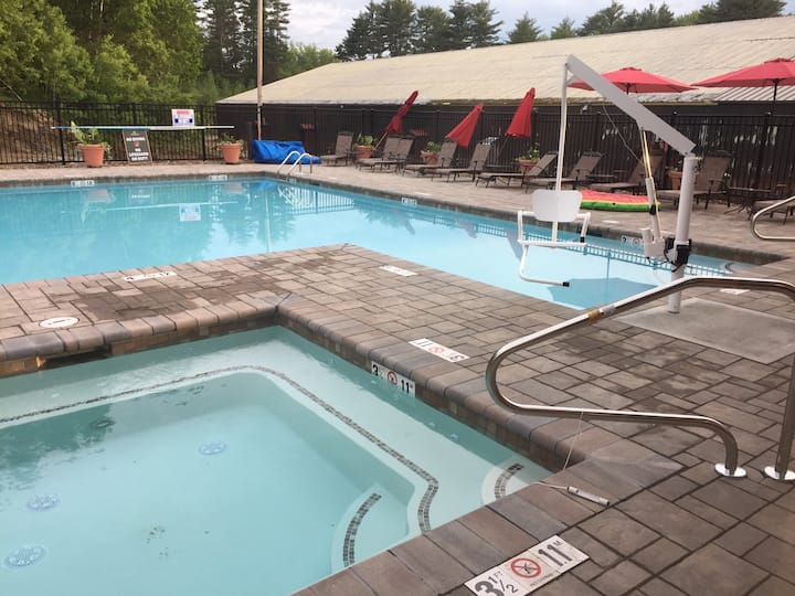 Luxurious-heated pool-close to storyland & village
