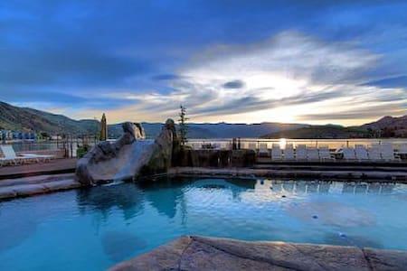 Stunning Grandview Condo (sleeps 6) - Chelan - Osakehuoneisto
