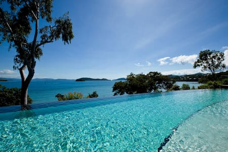 Shorelines 17, 'end' unit, with a larger balcony - Whitsundays - Lejlighed