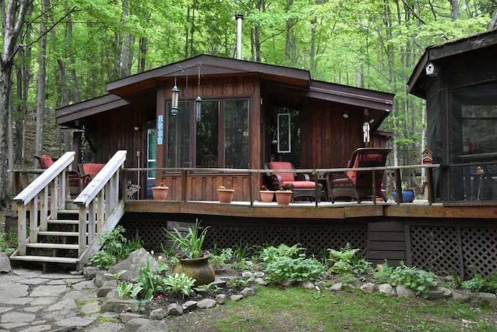 Hidden Valley Couple Chalet - Hot Tub/Pizza Oven
