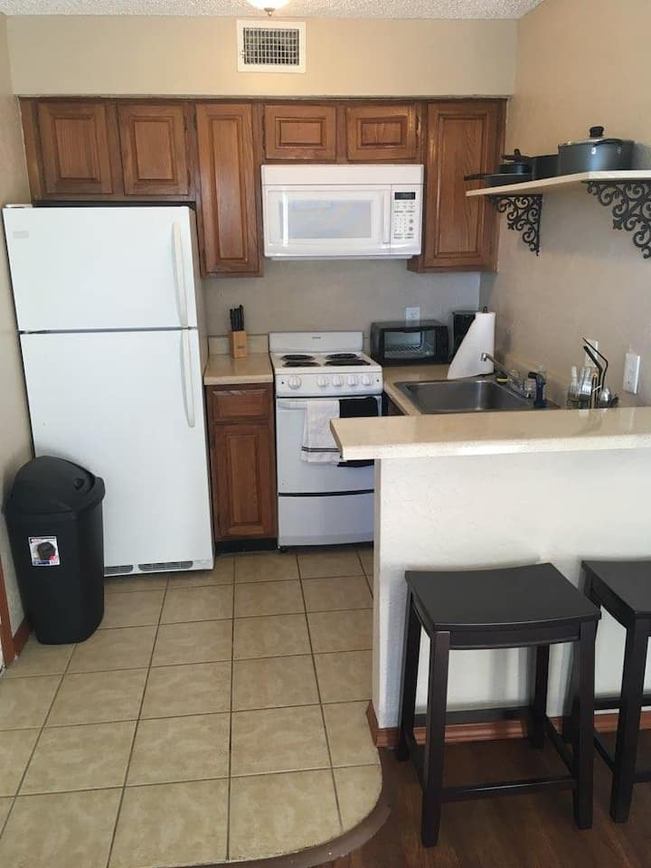 Cozy Furnished studio with W/D in unit! (20-301)