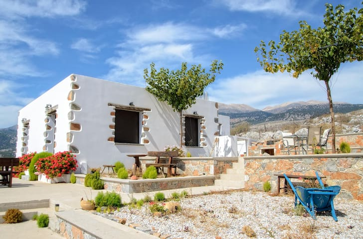 Traditional Apartment Madares  No1