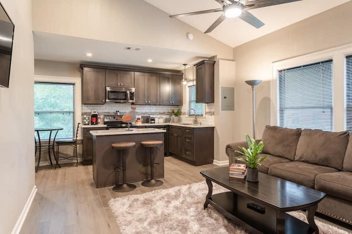 Spacious & Modern Midtown Artsy 3-Bedroom Home