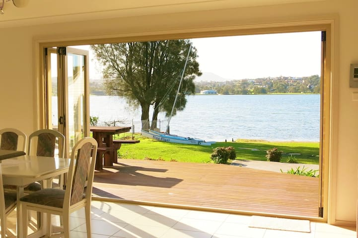 Lakeside Cottage on Lake Illawarra