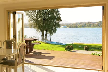 Lakeside Cottage on Lake Illawarra - Primbee