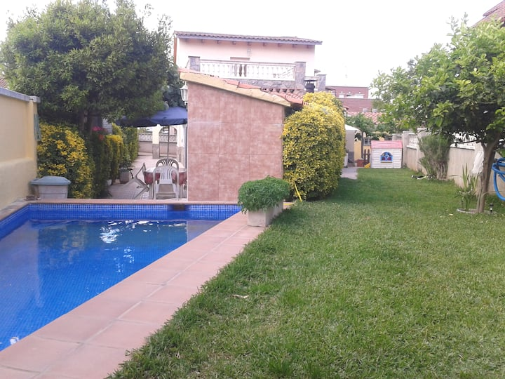 House with pool 17 min away from Barcelona