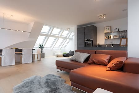 5★ Penthouse | Kurzzeit | Home Office | nahe VIE ✈