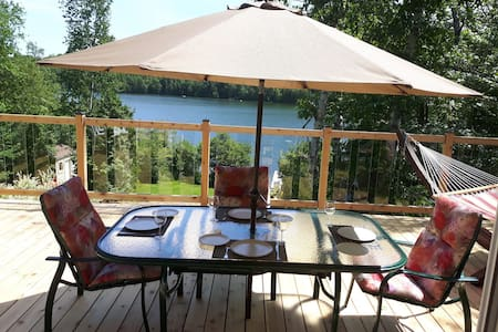 Au Bonheur du Lac Paré!  Cozy Waterfront Cottage with Private Hot Tub(327842)