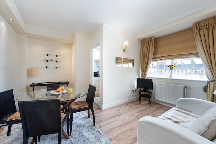 CAPITAL | One Bedroom Flat Chelsea Cloisters 724