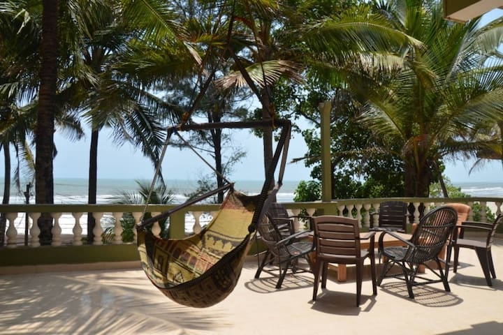 Beach facing Spacious Penthouse @ Ashvem Beach - Goa - Daire