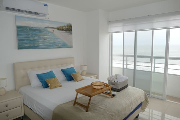 Beautiful ocean view suite with balcony in Altamar II Resort Building. Access private beach, pool, jacuzzi.