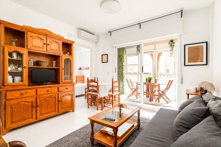 Cozy apartment w/ private pool 250m from the beach