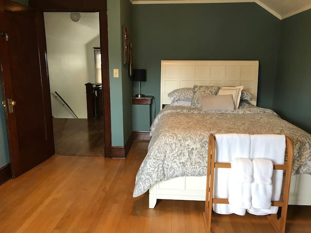 CleanCraftsmanHome: Bedroom #3 - Centrally Located
