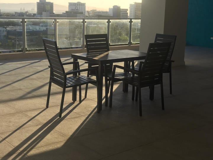 City Delights - King bed- pool & balcony_greatview