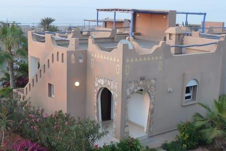Villa Spacieuse au bord de mer