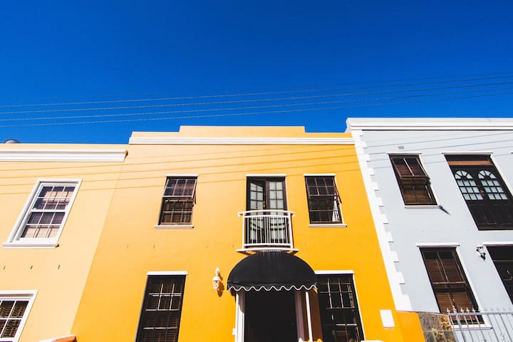 Orange House On The Right # Bo-Kaap