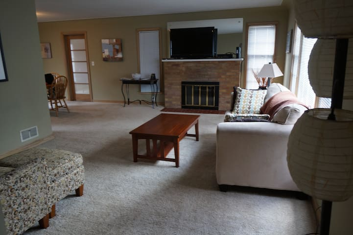 St Louis Park 2 bedroom Charmer!