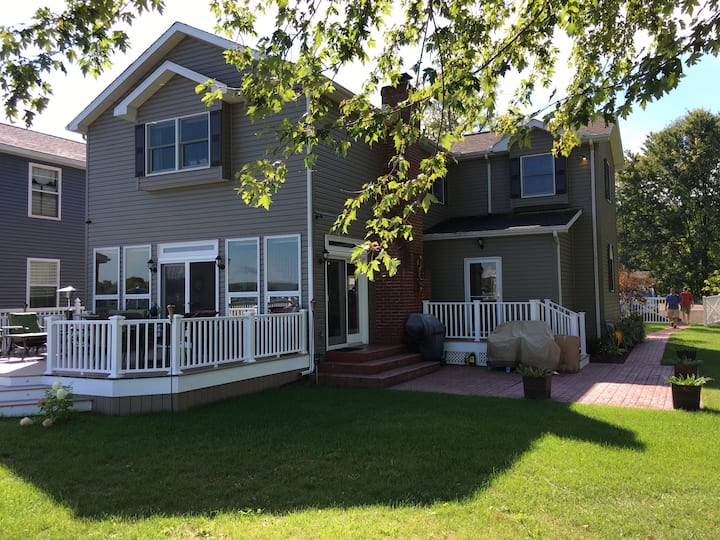 Chautauqua Lakefront Home-Updated w/ new office
