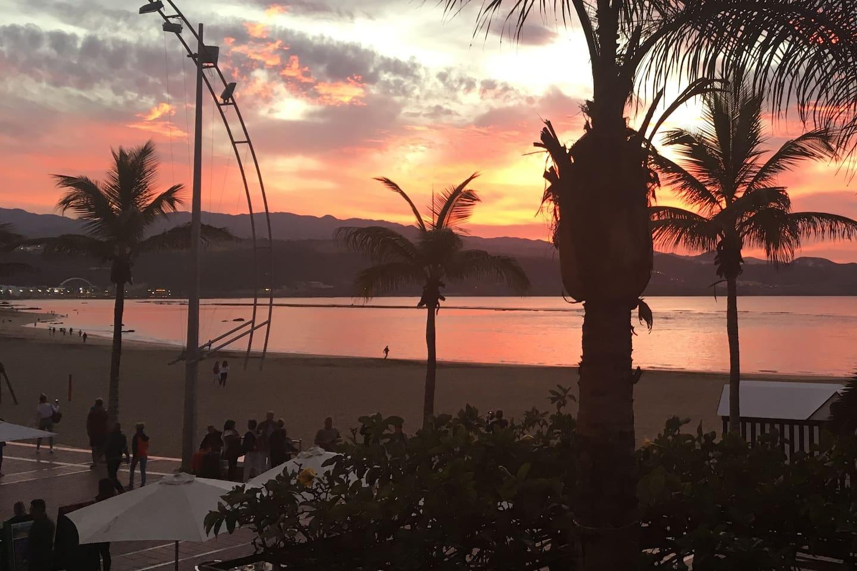 Apartamento situado en el paseo de la playa de las Canteras en la isla de Gran Canaria.