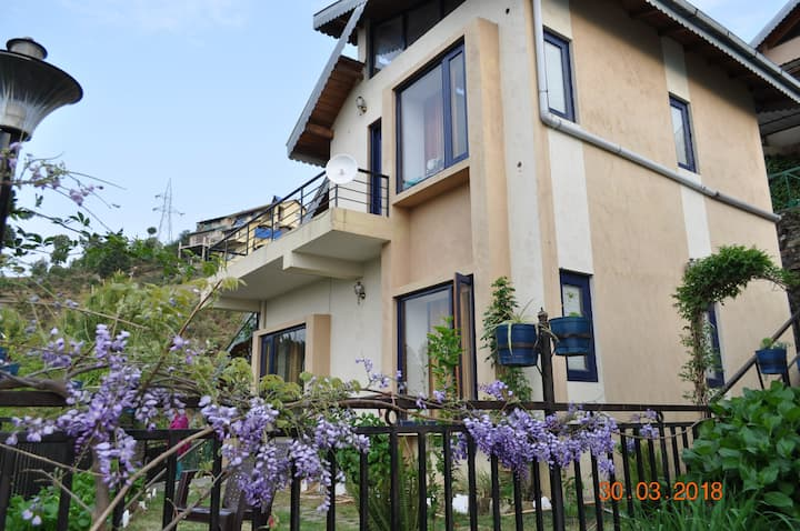 Exclusive stays in BelleVue Chalet, WiFi, Ranikhet
