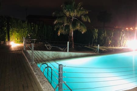 Special ROOM for couples, PRIVATE pool&freeparking