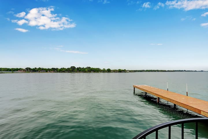 Lake Conroe; fish on balcony 🐟 Unique Amenities