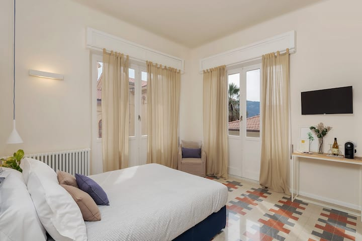 Luxury and Romantic Room with Sweet Balcony