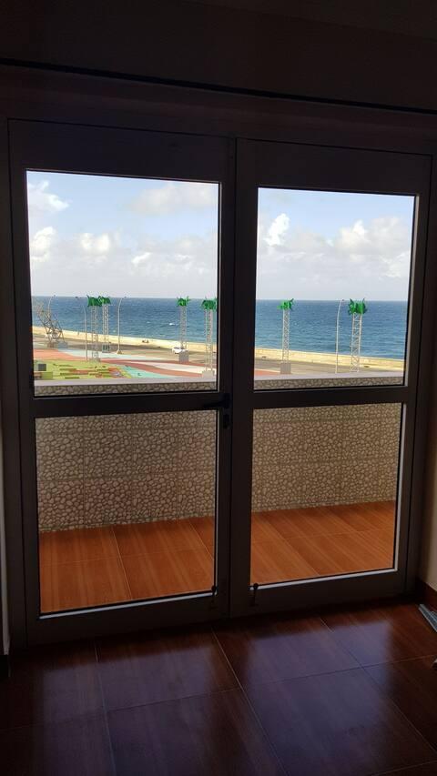 Vista Privilegiada al Malecón Habanero