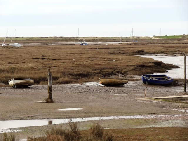 Cottage: walk to all amenities next  coastal path - Brancaster Staithe - House
