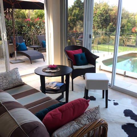'Reflections' - A poolside haven. - Newport - Apartament
