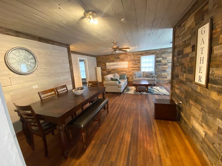 Cozy 2 Bedroom Home