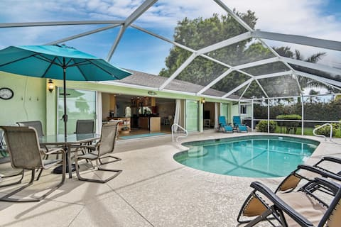 Spectacular view, heated pool in Yacht club area!
