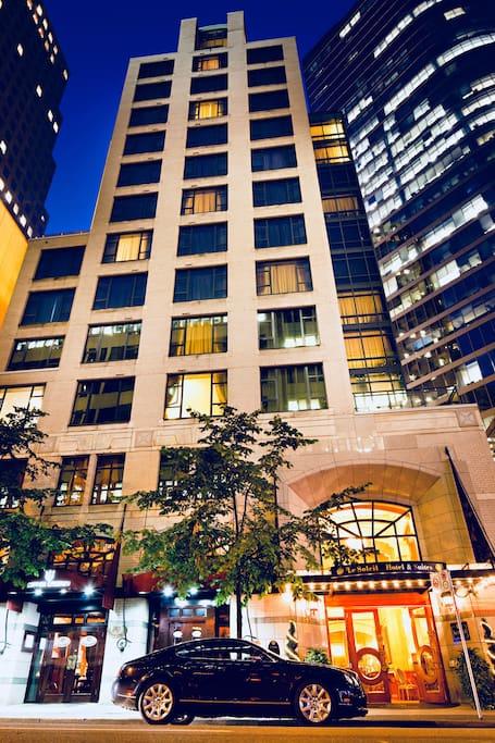 Luxury boutique suite downtown vancouver boutique hotels for Best boutique hotels vancouver bc