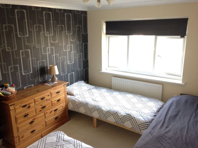 Eastbourne Twin Room in spacious house